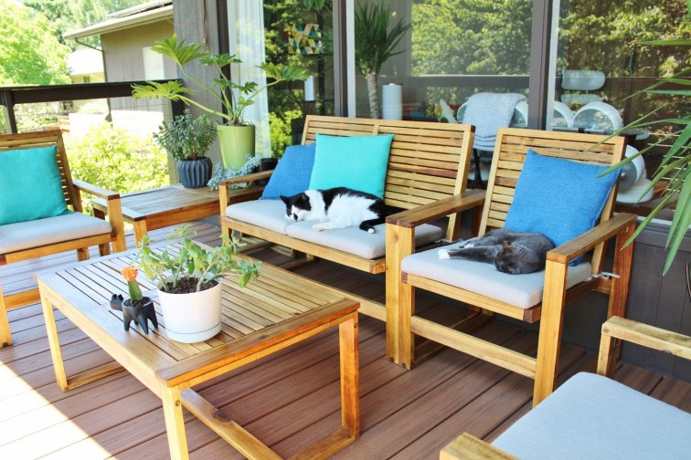 Acacia wood patio set completely restored with sanding and teak oil application