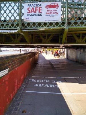 Hammersmith Bridge - Cantilevered footpaths