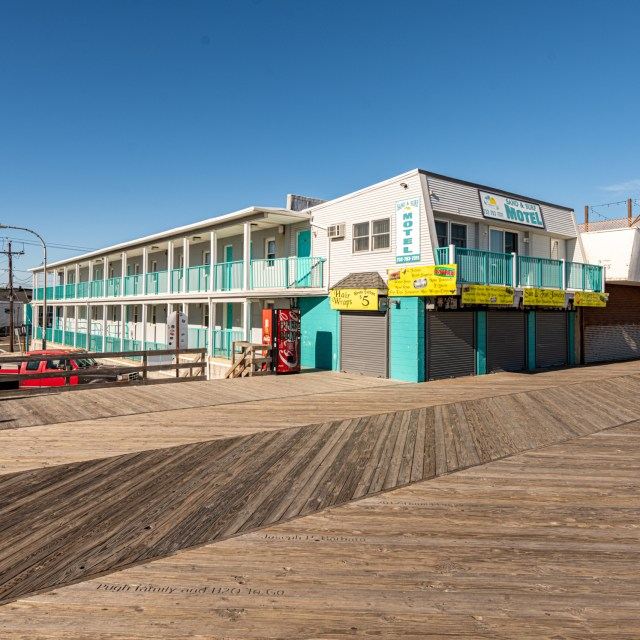 Boardwalk Sand & Surf Inn Oceanfront