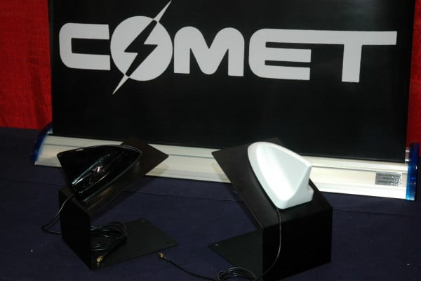 Comet dual-band shark fin antenna