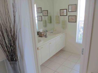 13-Second-bathroom