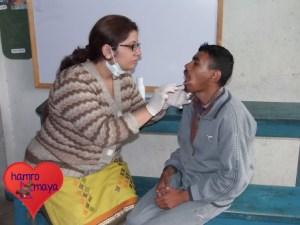 Ein medizinisches Team aus unterschiedlichen Ärzten nimmt an den Medical Camps teil.