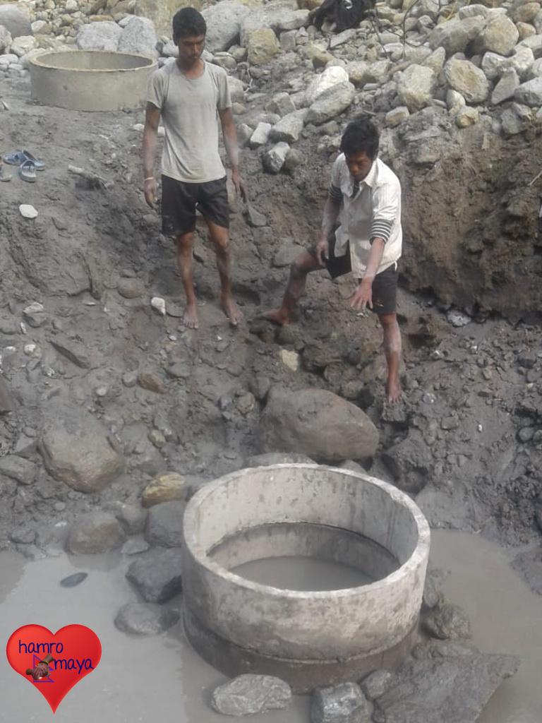 Die Bauarbeiter sind alles Dorfbewohner, die tatkräftig mit anpacken.