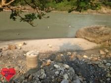 Der Brunnen wird nun verschlossen und mit zusätzlichen Zement gesichert.