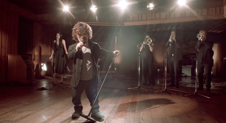 Game of Thrones e Coldplay insieme in un (fake) Musical per il Red Nose Day