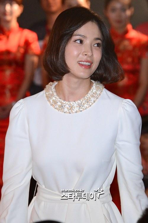 Song Hye Kyo Cuts Off Hair But Beauty Remains HanCinema