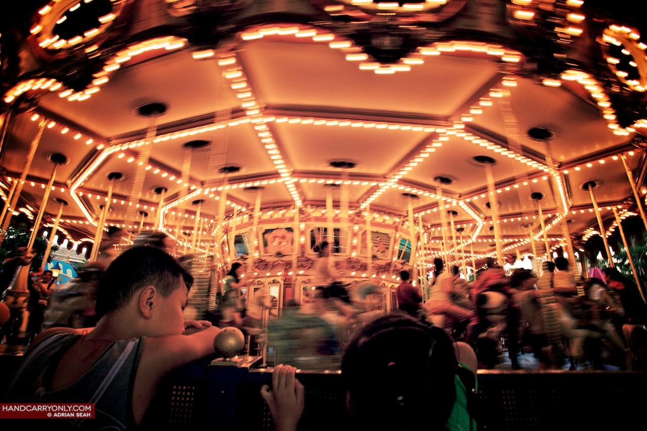 carousel at night hong kong