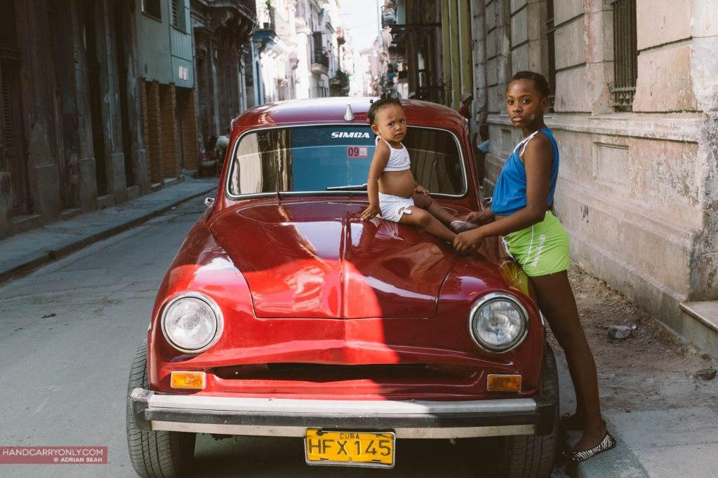 two sisters red car havana cuba