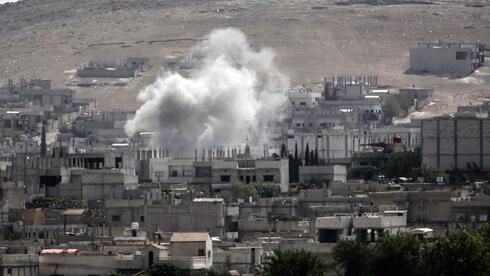 Über der schwer umkämpften Grenzstadt Kobani steigt immer wieder Rauch auf. Quelle: AFP