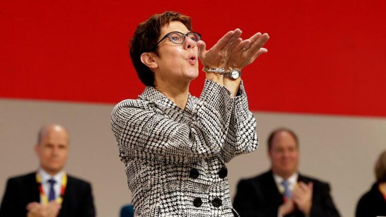 Neuer CDU-Parteivorsitz: Was die Körpersprache von Siegerin und beiden Verlierern so spannend macht