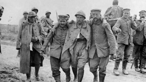 Oft verfilmt: Die Schlacht an der Somme: Hier ein echtes Foto von französischen Soldaten. Quelle: ap