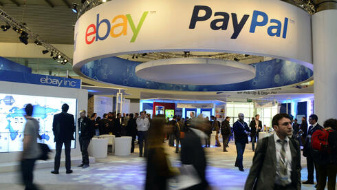 Der Stand von Ebay und Paypal auf dem Mobile World Congress in Barcelona: Die Handelsplattform und das Bezahlsystem setzen auf das deutsche Weihnachtsgeschäft. Quelle: ap
