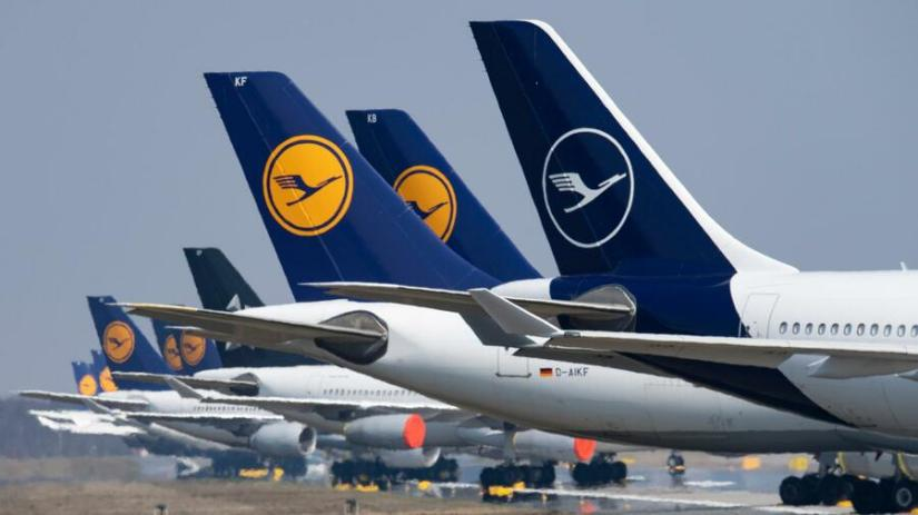 The Lufthansa Executive Board is considering the closure of Germanwings. Source: dpa