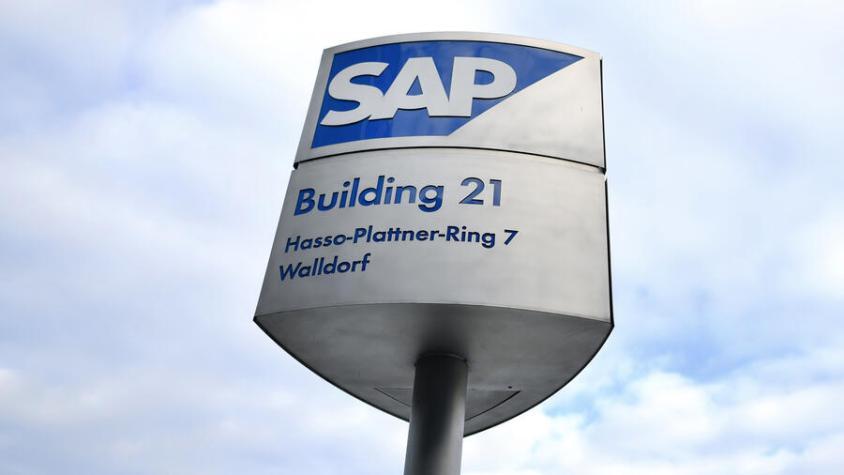Wolken über Walldorf: Der Softwarekonzern investiert massiv ins Cloud Computing. Quelle: dpa