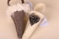 Ullstrutar till granen, i tovad ull med fårskinn från Gotland