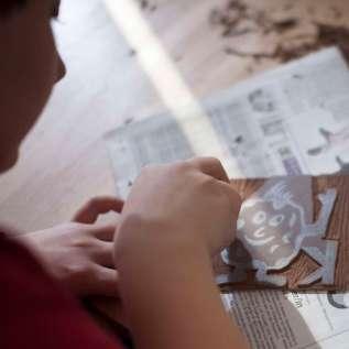 Linolschnitt - Schneidearbeiten mit Linoleum