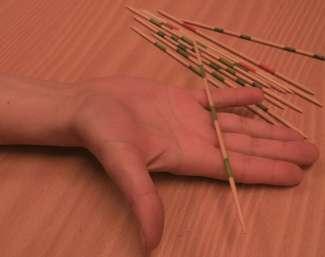 Fotografie von Sehnengleitübung mithilfe von Mikadostäben III - maximale Langfingerextension