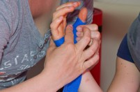 …und Handgewölbe konturiert anformen