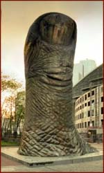 Le pouce by César Baldaccini: an ode to the thumb!
