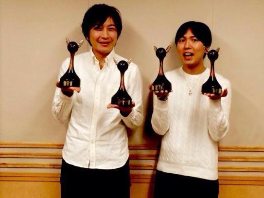 Daisuke Ono & Hiroshi Kamiya celebrating their Best Personality awards at DGS - 2015