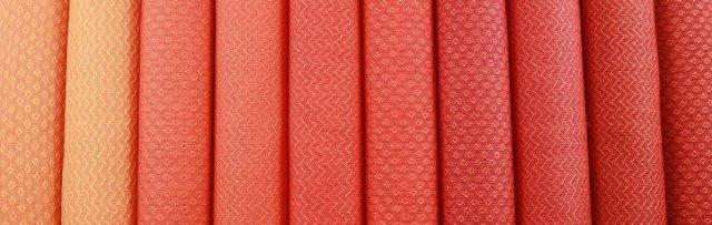 10 Schals aus Merinowole in verschiedenen Farbabstufungen - Köperbindung (c) Foto Michael Hoerenz