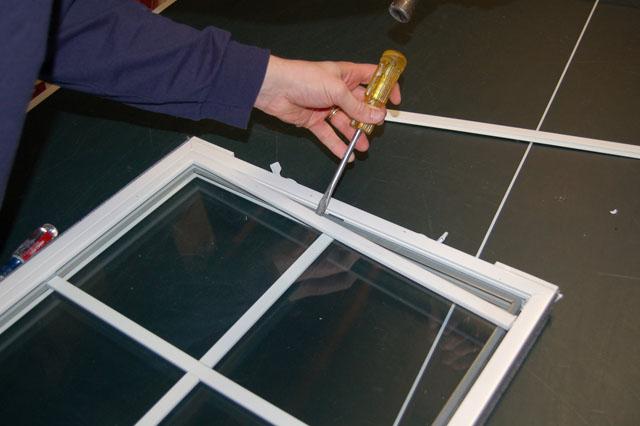 Vinyl Window Glazing : How to fix a broken window