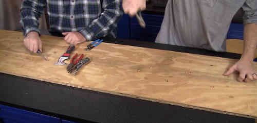 Remove carpet staples