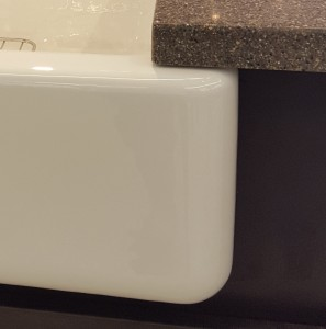 Apron-front sink with lip