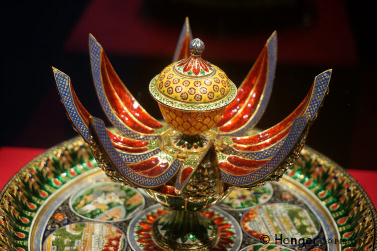 Enameleld Gold red, green yellow pearls, diamonds elephant figurines yali hindu faith form the stand. A Gift from RAm Singh II Maharaja of Jaipur. 1876 Normally these would have held rose water the design incorporates the Chandra Mahal and Amber Fort in Jaipur.
