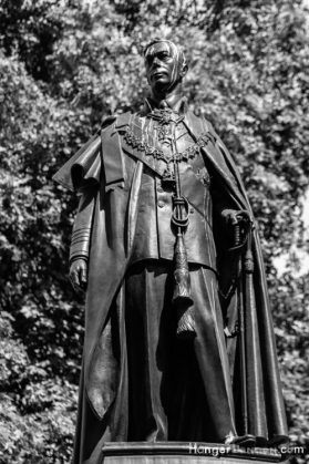 King George the VI statue near the Mall