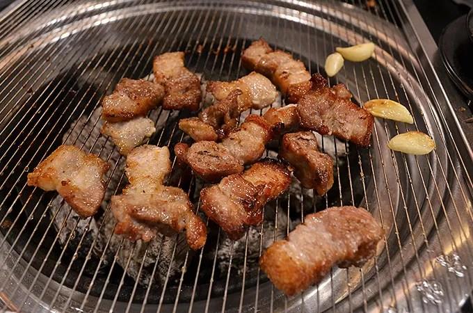 サムギョプサル - お肉を焼く004