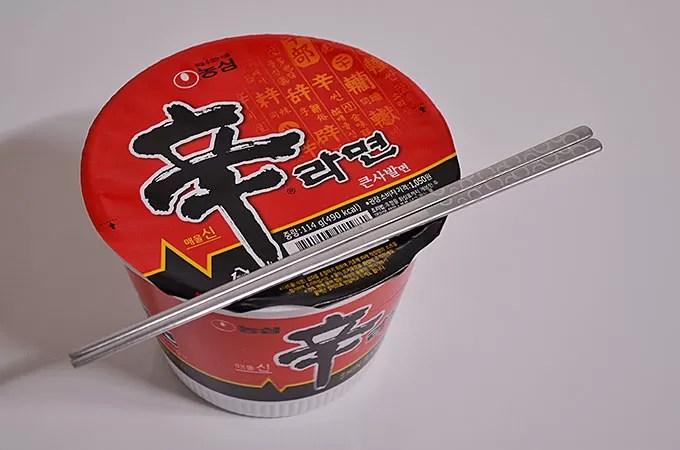 カップ麺の辛ラーメンは4分です。