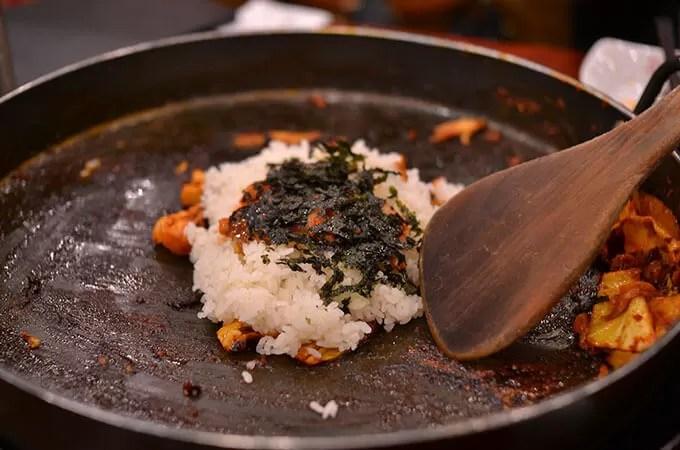締めの볶음공기(ポクムコンギ 炒めご飯)を食べました。