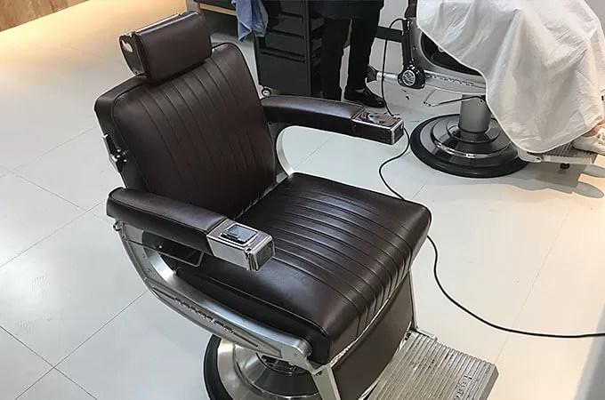 車のCMがずっと流れているな〜と思ったら、なんと椅子が高級車ベントレーで使用している革と同じらしいです。