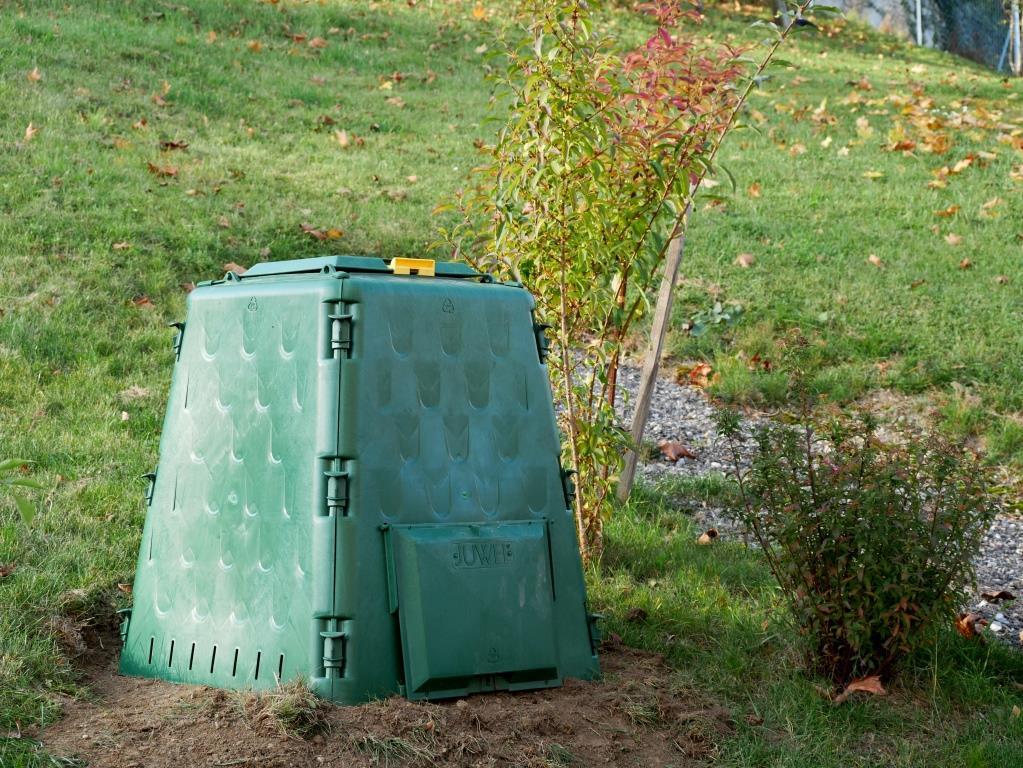 Endlich habe ich einen Thermokomposter im Garten
