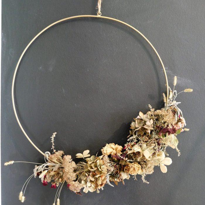 Kranz aus getrockneten Blüten