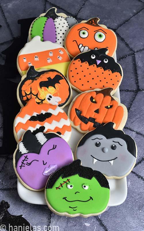 Bearfootbaker edibleart rolloutcookies royalicing sugarcookies airbrushedcookies halloweencookies … Halloween Decorated Pumpkin Cookies Haniela S Recipes Cookie Cake Decorating Tutorials