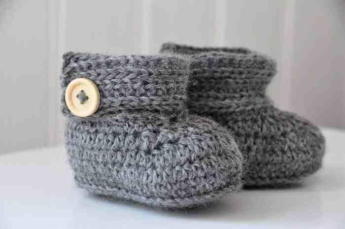 Wrap Around Baby Crochet Boots by HanJan Crochet - crochet pattern