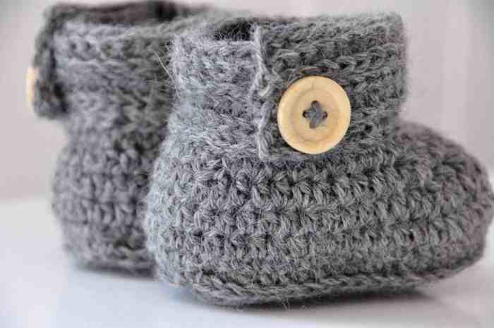 Wrap Around Baby Crochet Boots by HanJan Crochet crochet pattern