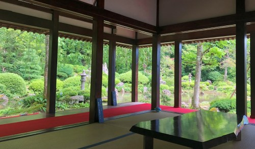 別のお部屋から見た玉川寺の庭園