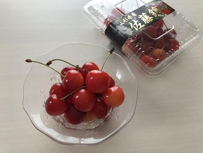 山形の「食の駅」で買ったさくらんぼ「佐藤錦」