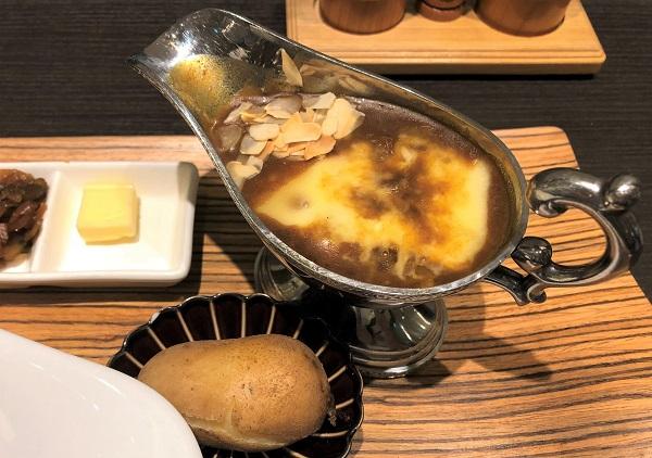 ★欧風カレーガヴィアル コレド室町2店・レディースカレーにチーズのせ&じゃがいも