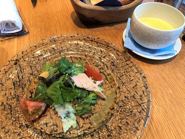 20190622東京・大手町「ル・プーレ ブラッスリーうかい」。キヌアのサラダと冷製コーンポタージュ