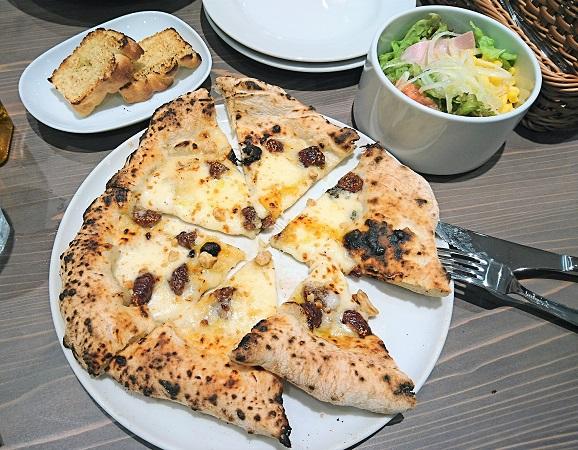 202007大手町のイタリアン「エノテカ・ドォーロ」。一番人気のピザ (2)