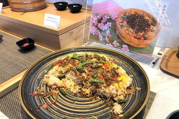 202104春の奈良一人旅。カンデオホテルズ奈良橿原の朝食。「期間限定 日替わり豪華ちらし 牛ちらし」