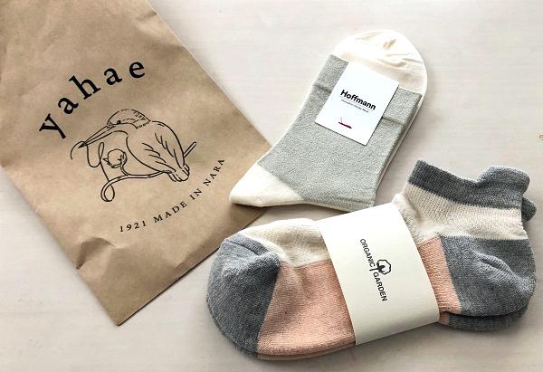 202104清澄白河の靴下専門店「yahae」で買った、シルバーの靴下とスポーツソックス