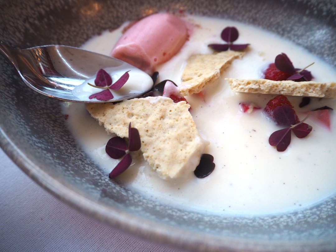 Central Kitchen Copenhagen - White chocolate soup - strawberry - vanilla biscuit