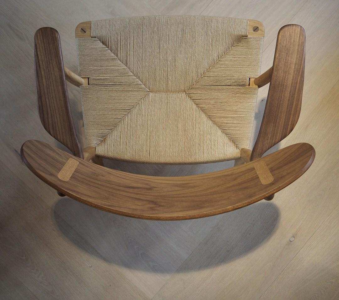 CH22 Lounge chair by Han J Wegner