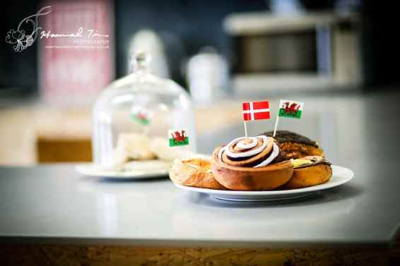 Cakes with flags