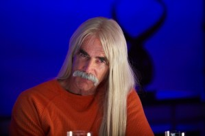 Kestral (Sam Elliott) throws an intimate dinner party, where he attempt to shame Cruz (Banderas) into leaving town.